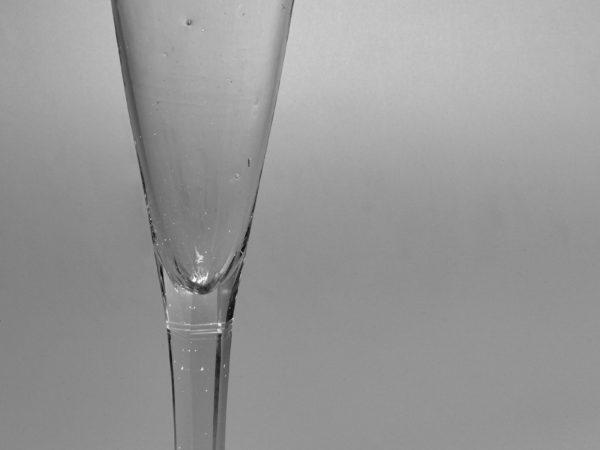 klassizistische Champagnerflöte - Schöne Alte Gläser